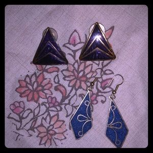 Jewelry - Set of two vintage earrings